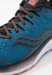Saucony - RIDE ISO 2 - Obuwie do biegania treningowe - black/blue - 5