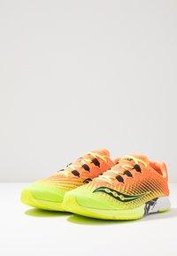 Saucony - TYPE A9 - Obuwie do biegania startowe - citron/orange - 2