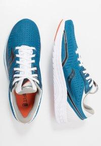 Saucony - KINVARA 11 - Obuwie do biegania treningowe - blue/black - 1