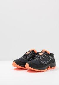 Saucony - EXCURSION TR13 GTX - Obuwie do biegania Szlak - black/orange - 2