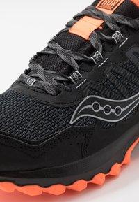 Saucony - EXCURSION TR13 GTX - Obuwie do biegania Szlak - black/orange - 5