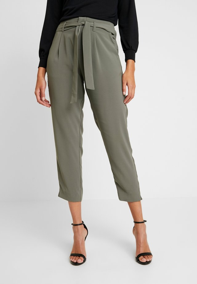 ANDREASZ PANTS - Trousers - khaki
