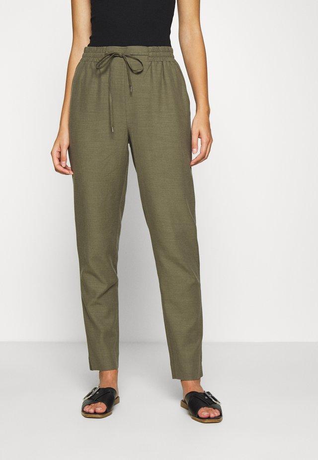 YOLANDA PANTS - Spodnie materiałowe - army green