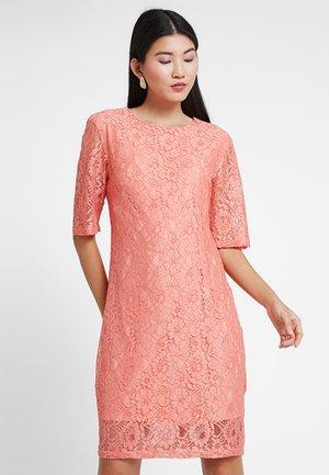 DRESS BELOW KNEE - Koktejlové šaty/ šaty na párty - dahlia