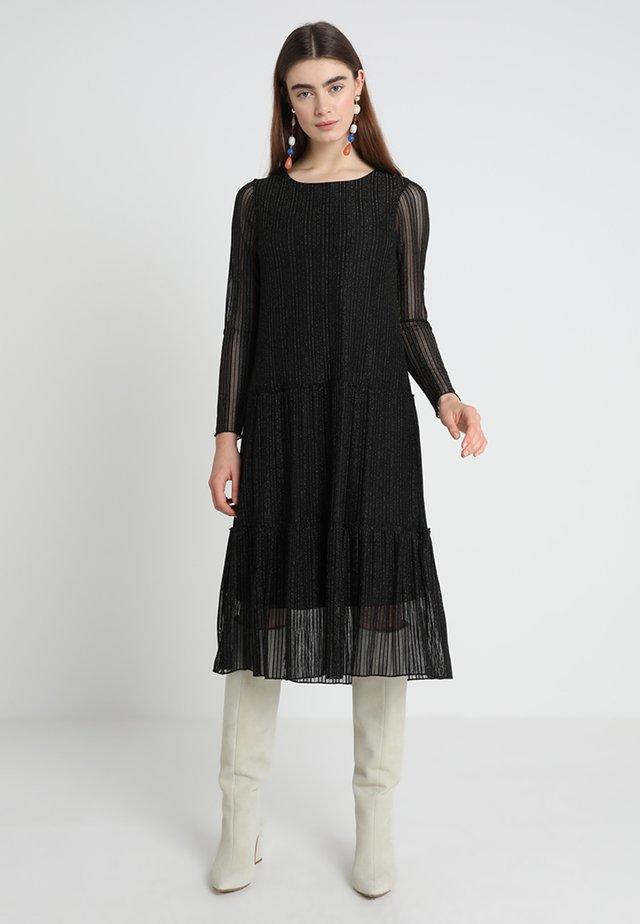 DRESS BELOW KNEE - Freizeitkleid - black