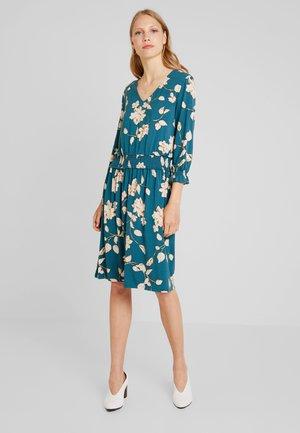 DRESS ON KNEE - Sukienka z dżerseju - dragonfly