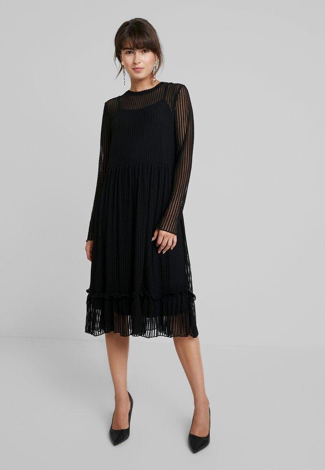 STRIPED DRESS - Vapaa-ajan mekko - black