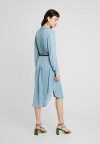 Saint Tropez - DRESS ON KNEE - Košilové šaty - blue - 3