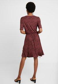 Saint Tropez - MINASZ WRAP DRESS - Jerseykjole - rubin - 3