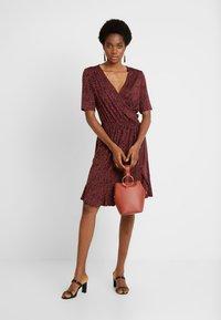 Saint Tropez - MINASZ WRAP DRESS - Jerseykjole - rubin - 2