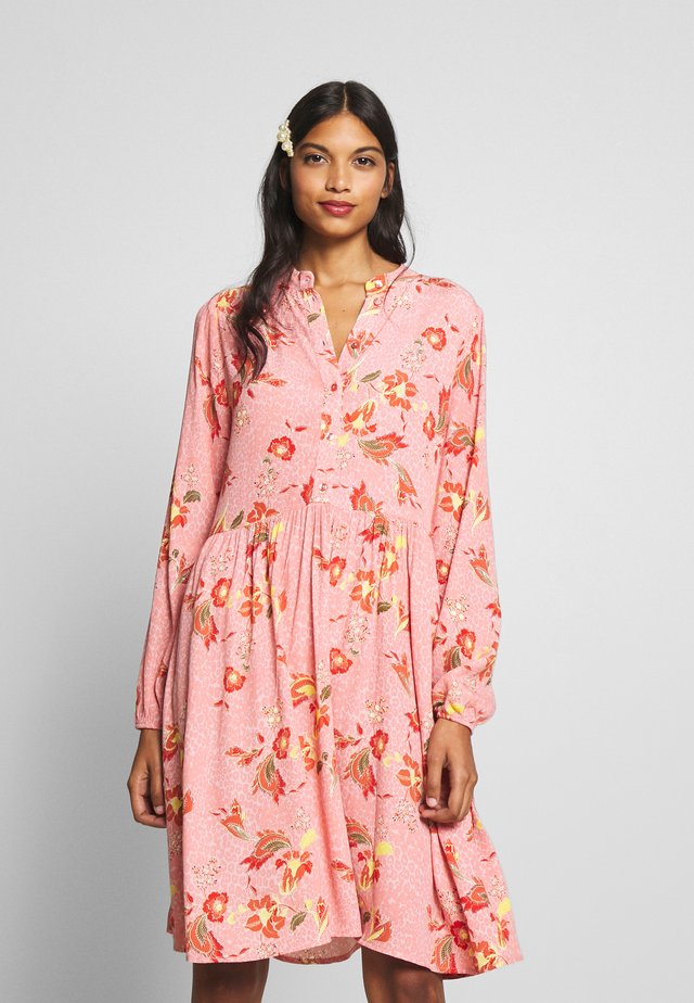 JENNASZ WOVEN DRESS - Korte jurk - crystal rose