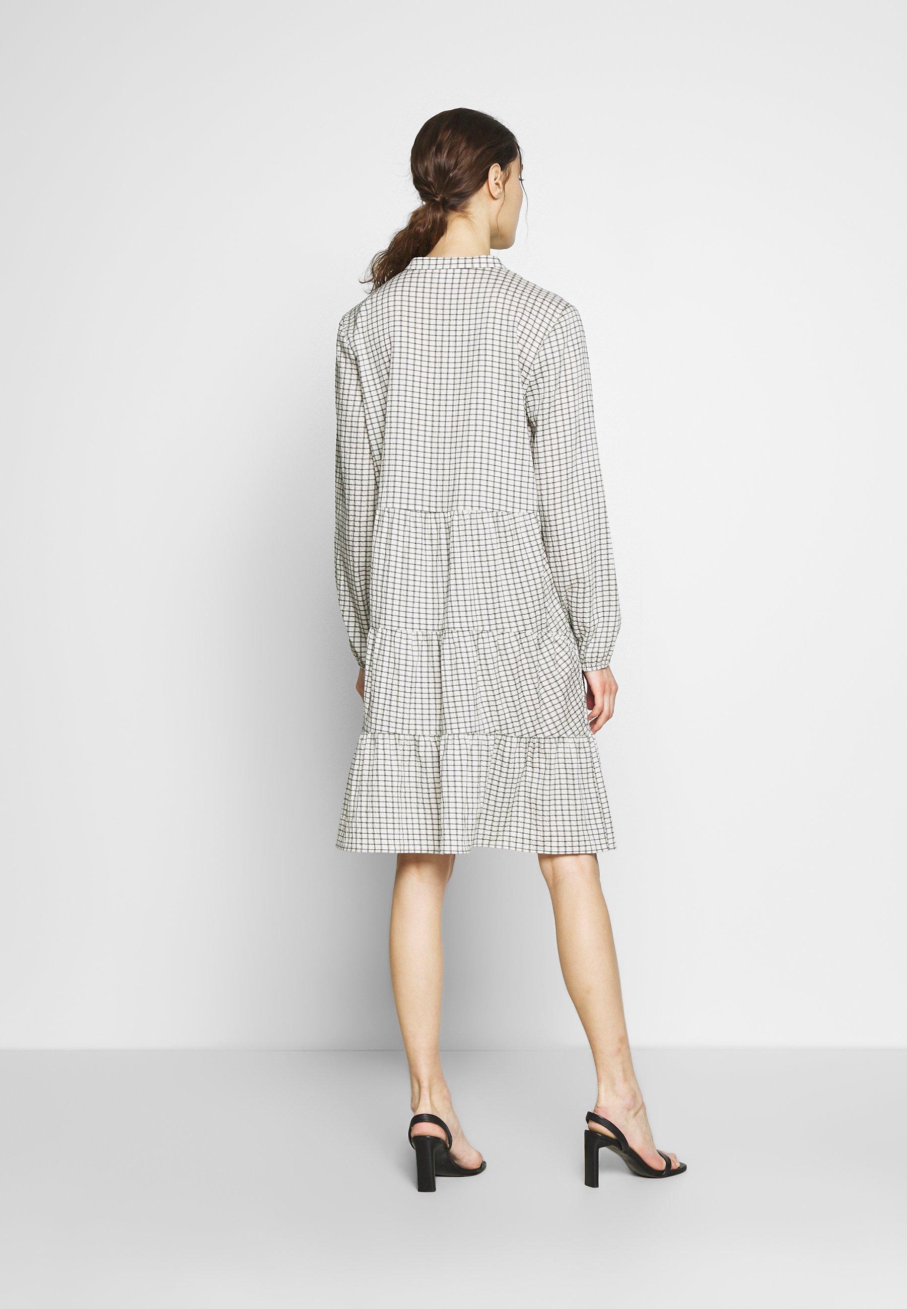Saint Tropez Leasz Dress - Vardagsklänning Bright White