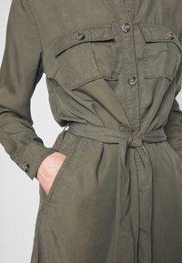 Saint Tropez - EMMASZ DRESS - Košilové šaty - army green - 5