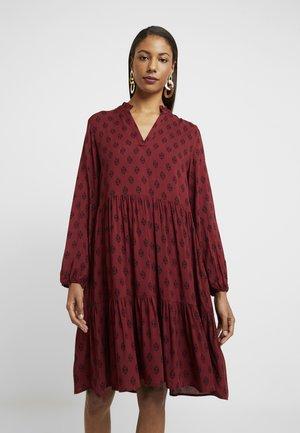 EDASZ DRESS - Korte jurk - rubin