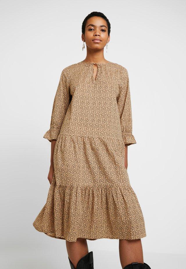 PENNY DRESS - Vapaa-ajan mekko - tan