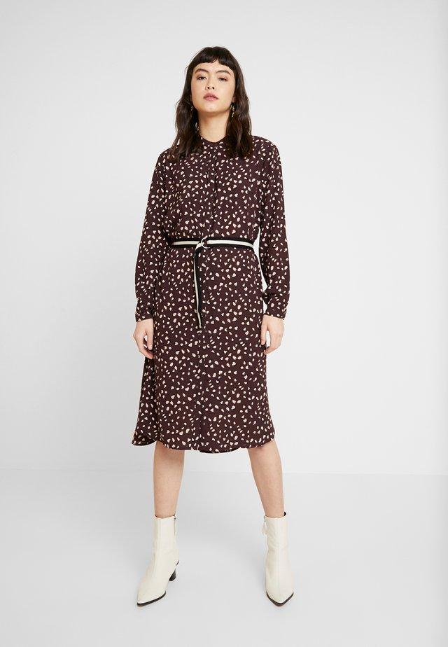 PAIGESZ DRESS - Shirt dress - fudge