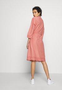 Saint Tropez - DRESS - Košilové šaty - desert sand - 2