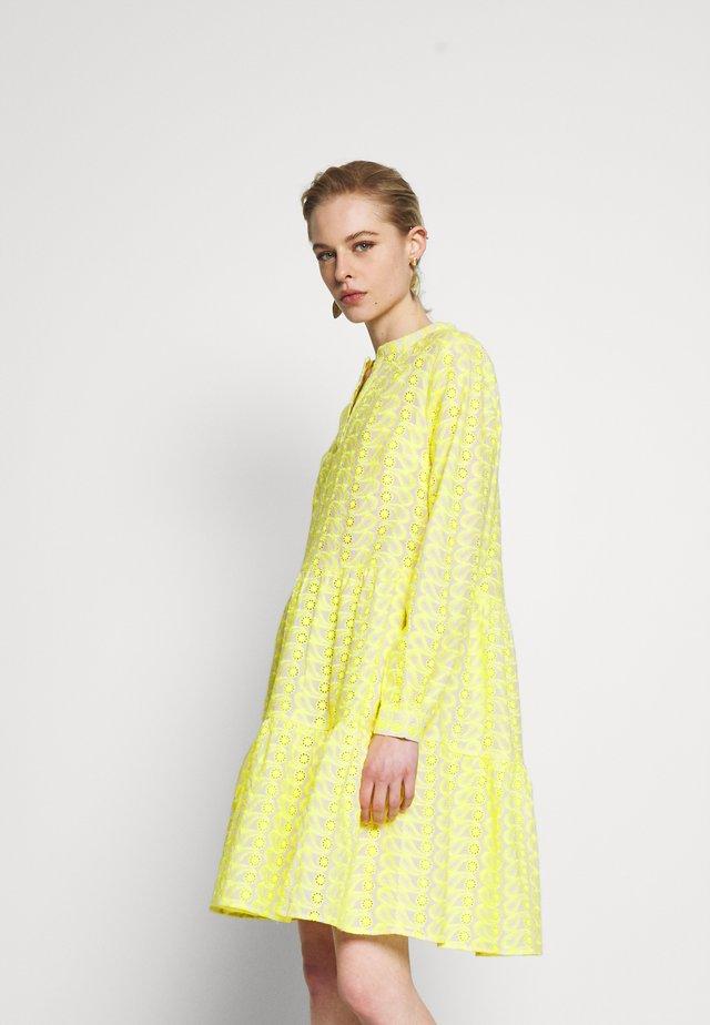 WENDY DRESS - Korte jurk - sulphur
