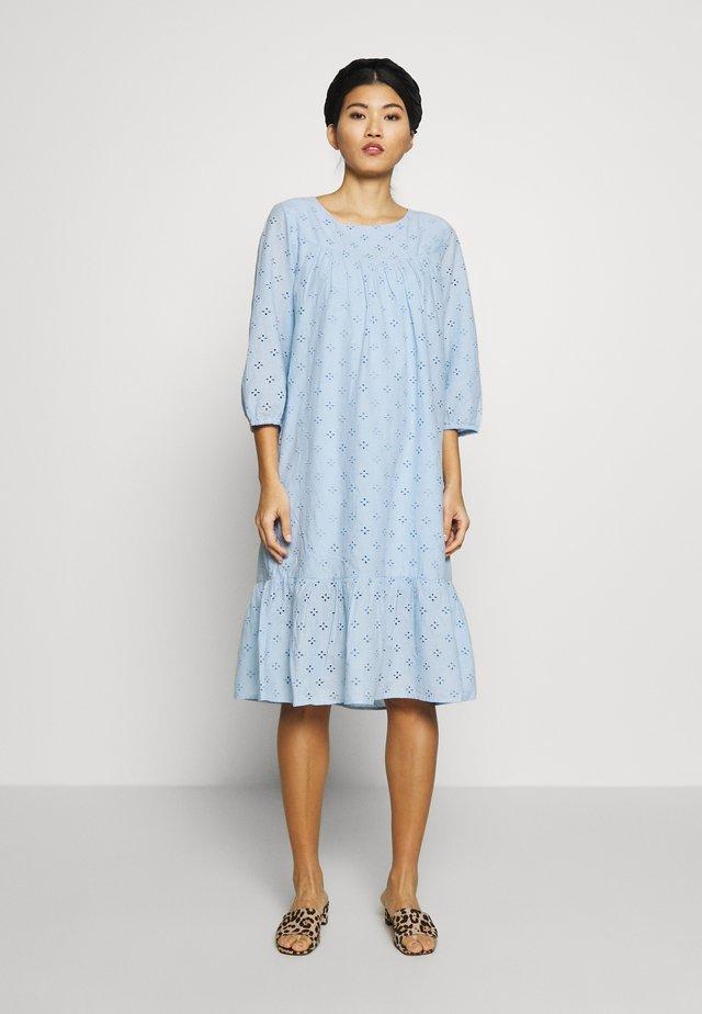 UMAYSZ DRESS - Sukienka letnia - chambray blue