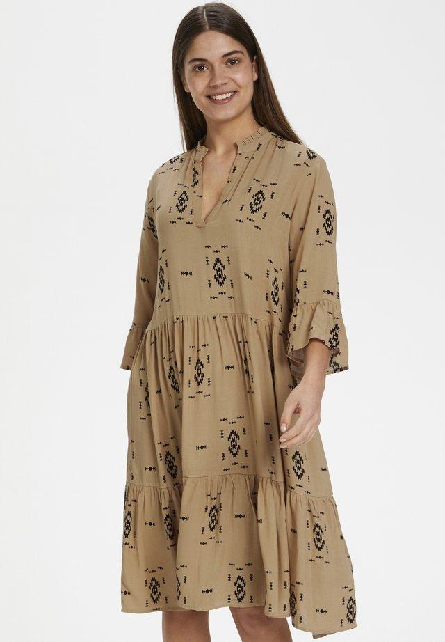 EDASZ  - Day dress - astez tan print