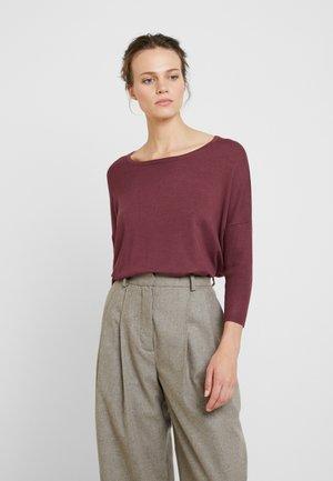 MILA ROUNDNECK - Sweter - rubin