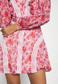 Stevie May - CIRCLES MINI DRESS - Day dress - red - 5