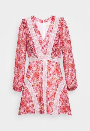 CIRCLES MINI DRESS - Denní šaty - red