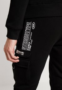 STEREOTYPE - LOW PASS - Tracksuit bottoms - black - 5