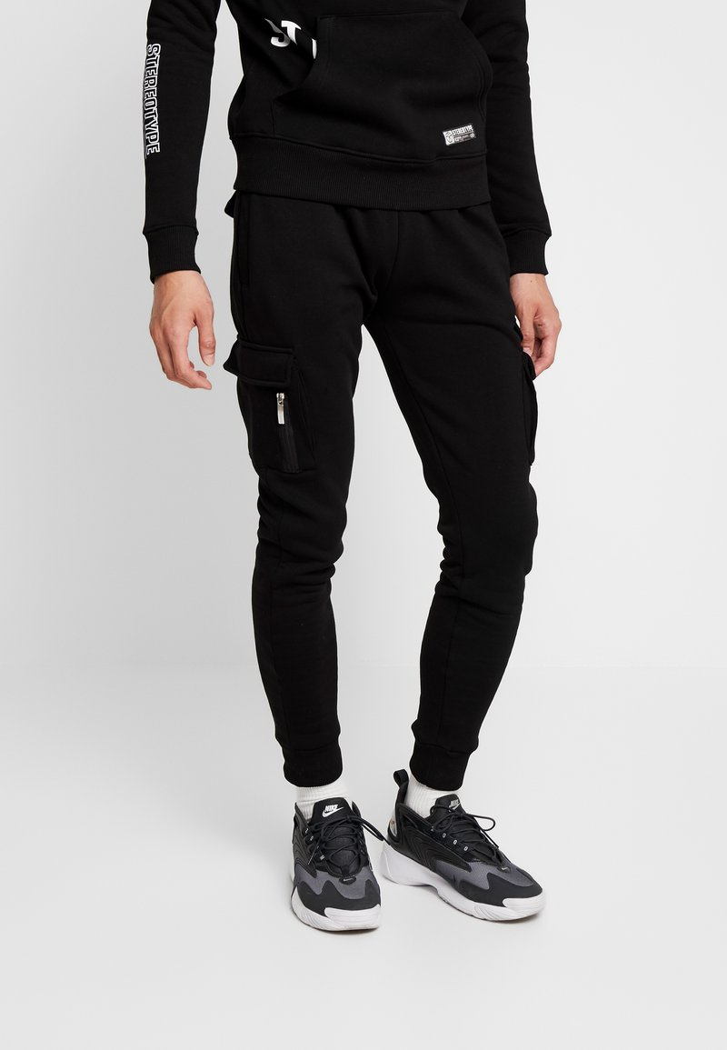 STEREOTYPE - LOW PASS - Tracksuit bottoms - black