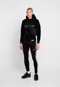 STEREOTYPE - FREQUENCY POLY - Tracksuit bottoms - black - 1