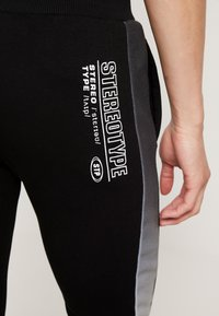 STEREOTYPE - FREQUENCY POLY - Tracksuit bottoms - black - 6