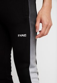 STEREOTYPE - FREQUENCY POLY - Tracksuit bottoms - black - 4