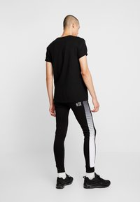 STEREOTYPE - FREQUENCY POLY - Tracksuit bottoms - black - 2