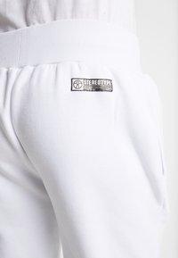 STEREOTYPE - METALIC - Teplákové kalhoty - white - 5