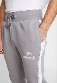 STEREOTYPE - CHROME  - Teplákové kalhoty - grey - 3