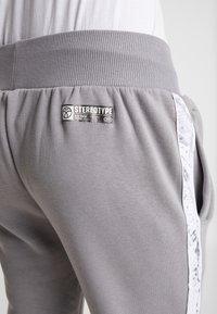 STEREOTYPE - CHROME  - Teplákové kalhoty - grey - 5