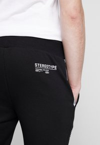 STEREOTYPE - REFLECT - Trainingsbroek - black - 3