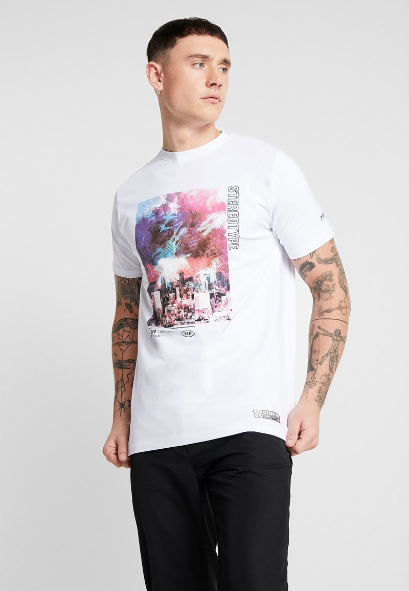 STEREOTYPE - SNARE TEE - Print T-shirt - white
