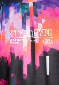 STEREOTYPE - LOOP TEE - Triko spotiskem - black - 5