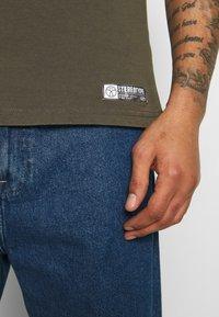 STEREOTYPE - ACID TEE - T-shirt con stampa - khaki - 6