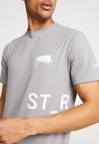 STEREOTYPE - INSTRUCTIONS TEE - T-shirt con stampa - grey - 4