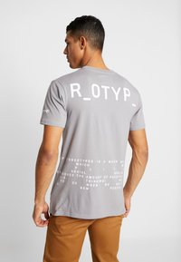STEREOTYPE - INSTRUCTIONS TEE - T-shirt con stampa - grey - 2