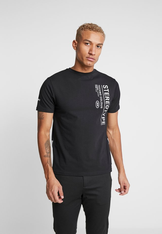 REFLECT TEE - Printtipaita - black