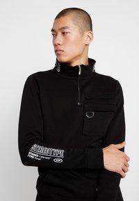 STEREOTYPE - TRANSMIT HALF ZIP - Sweatshirt - black - 4