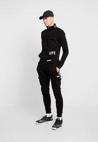 STEREOTYPE - TRANSMIT HALF ZIP - Sweatshirt - black - 1