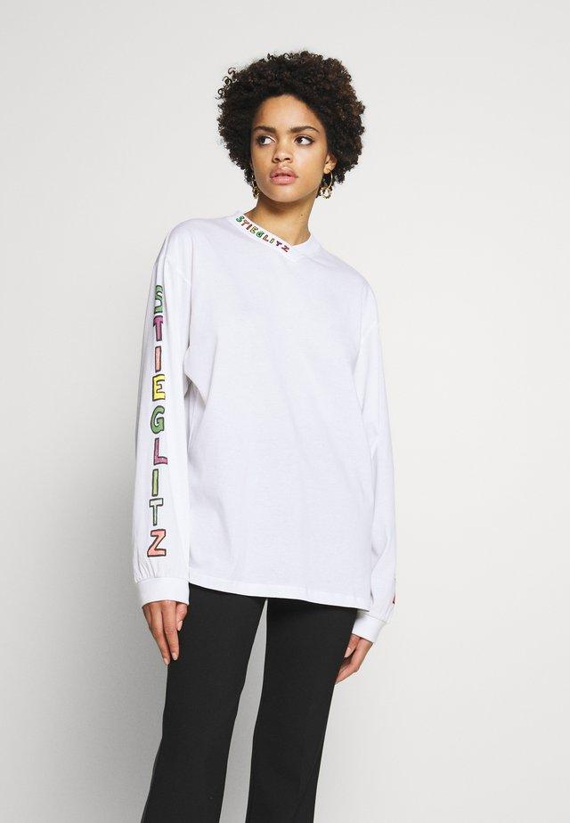 LOLA - Langærmede T-shirts - white