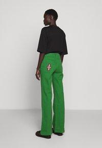 Stieglitz - EVITA PANTS - Flared Jeans - green - 2