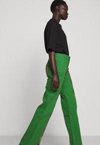 Stieglitz - EVITA PANTS - Flared Jeans - green - 3