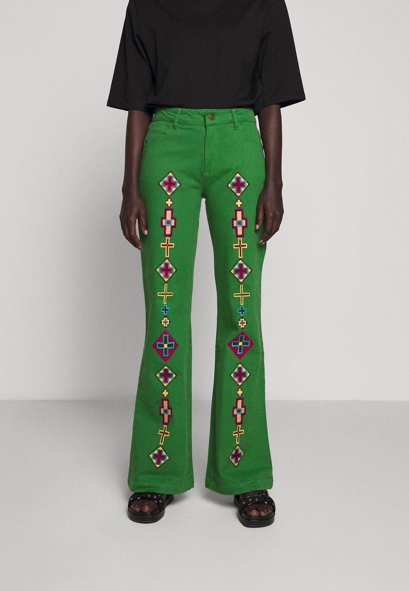 Stieglitz - EVITA PANTS - Flared Jeans - green
