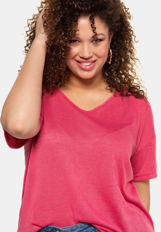 Basic T-shirt - kräftiges pink